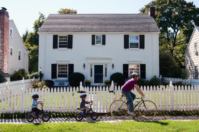 homeexchange-family-vacation-kids-walks-bike-house-walks