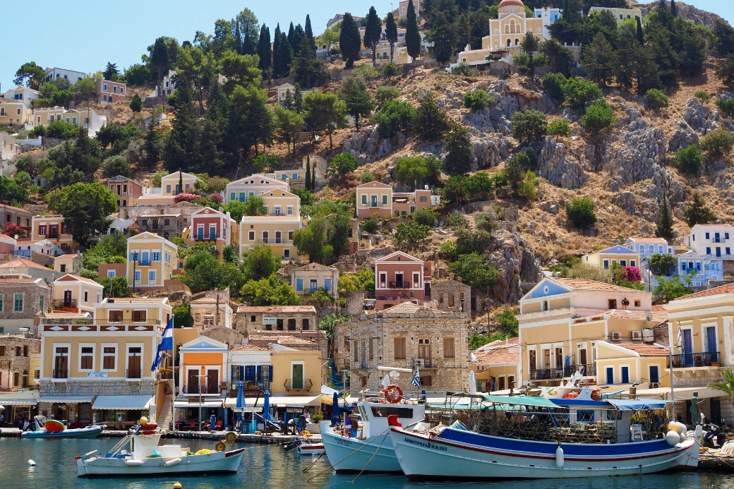 greece-symi-boats—homes-indiansummer-vacation-homeexchange