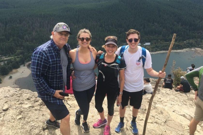 alt Family-trekking-sponsorship-program-HomeExchange, title Family-trekking-sponsorship-program-HomeExchange