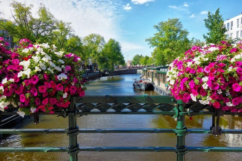alt Amsterdam_HomeExchange_vacations_plans, title Amsterdam_HomeExchange_vacations_plans
