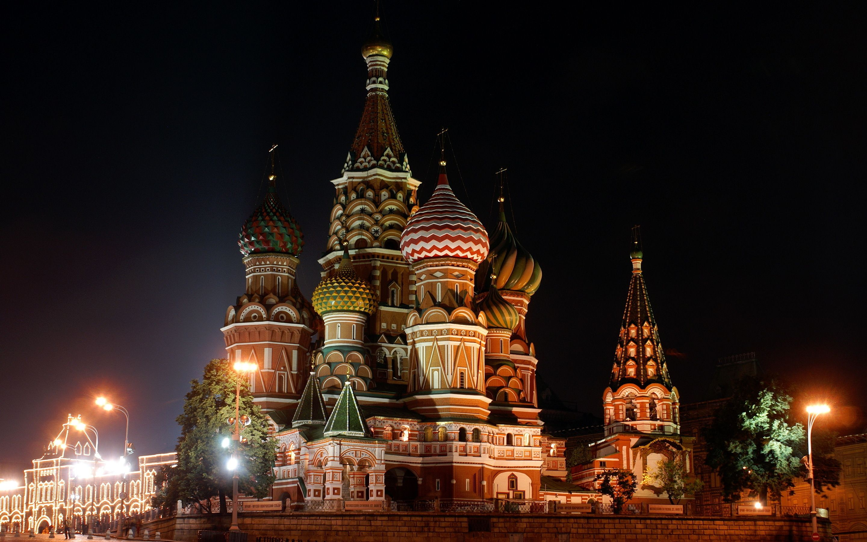 GuestToGuest, home exchange, sharing economy, beautiful places at night, red square moscow