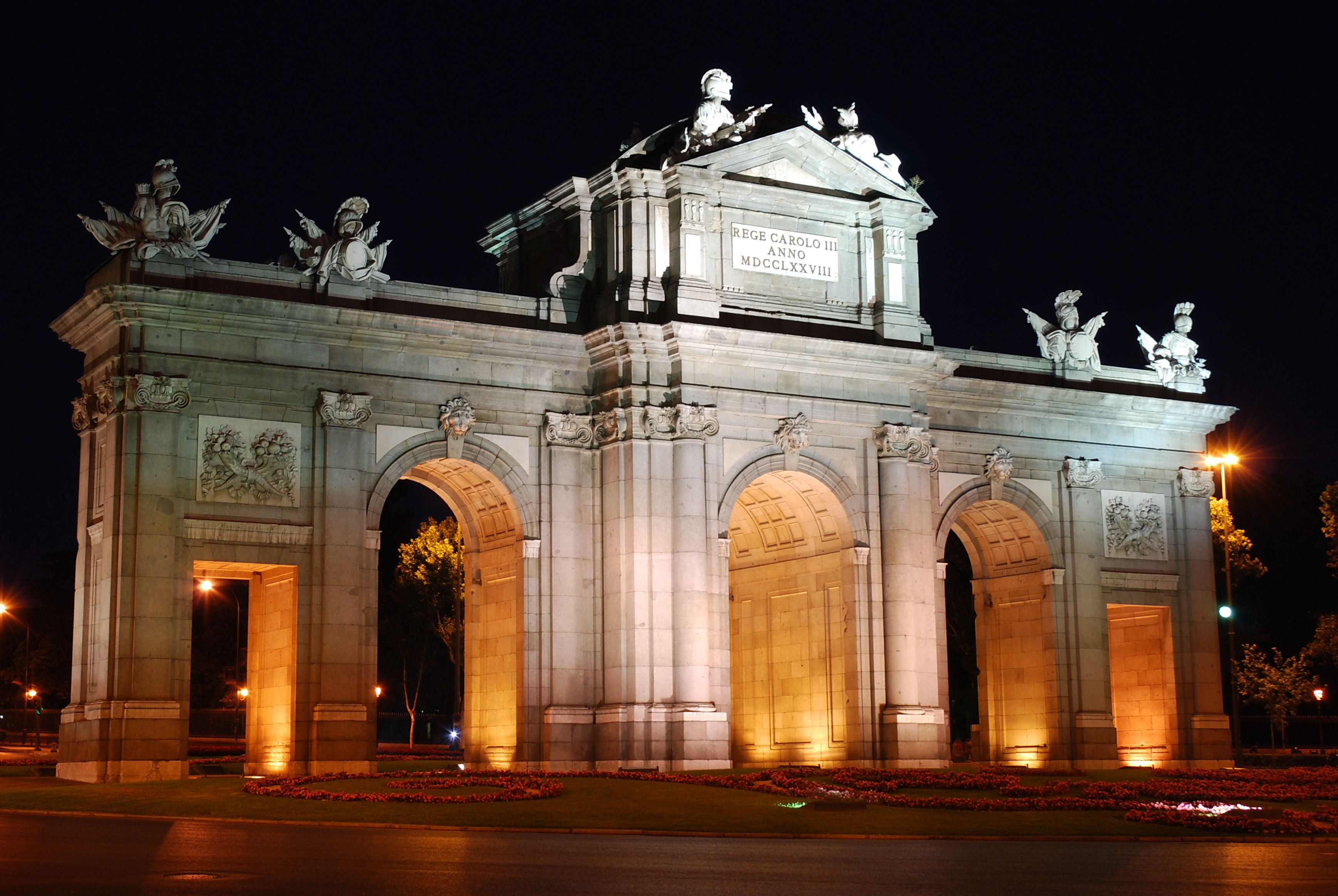 GuestToGuest, home exchange, sharing economy, beautiful places at night, alcala gate madrid